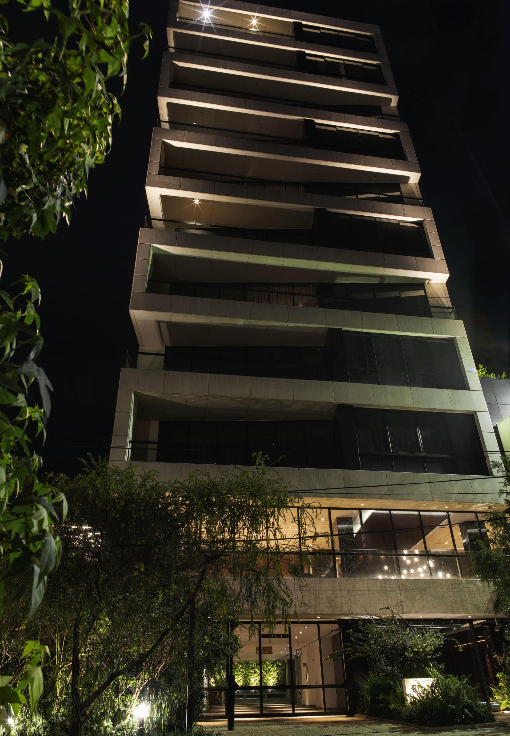 Fachada de un edificio de apartamentos de lujo en Bogotá - Parque el Nogal